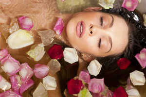 Woman in Tub with Flower Petsals - MAIN SKINCARE 101 VOLUPTE - Crop - Blog - Sm